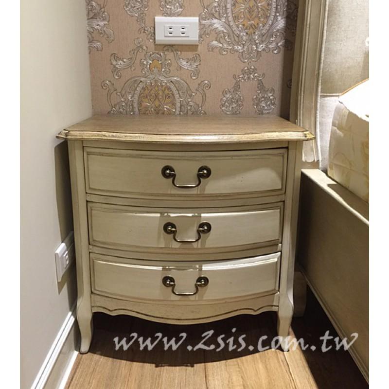 刷舊三抽床頭櫃